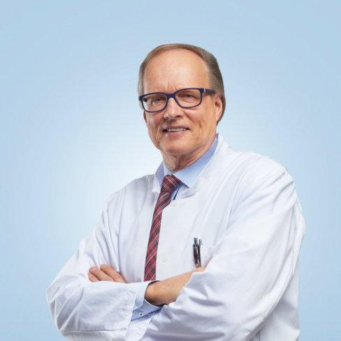 Urologian ylilääkäri Martti Ala-Opas. Chief Urologist, Martti Ala-Opas.