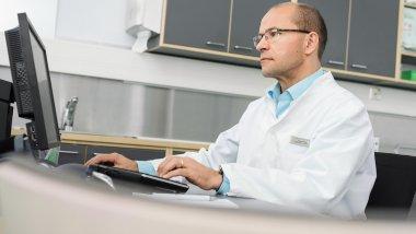 Syöpätautien erikoislääkäri Tuomo Alanko