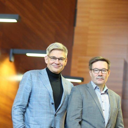 Timo Joensuu ja Harri Puurunen Docrateen aulassa.